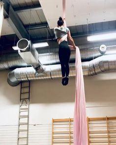 Aerial Gymnastics, Gymnastics Videos, Gymnastics Workout, Aerial Hammock, Aerial Hoop, Aerial Arts, Aerial Acrobatics, Aerial Dance, Parkour