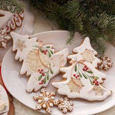 No photo description available. Christmas Sugar Cookies, Christmas Sweets, Christmas Makes, Christmas Mood, Christmas Kitchen, Christmas Goodies, Christmas Baking, Iced Cookies, Cupcake Cookies