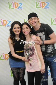 Their hands are touching Raura is happening New Disney Channel Shows, Justin Bieber News, When Im Bored, Laura Marano, Austin And Ally, Ross Lynch, We Heart It, Shit Happens, Sexy