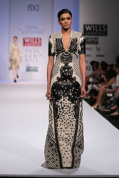 #wifw #wifwaw14 #fdci #wilfw #sahilkochhar #fashion #fashionshow #indian #indiandesigner #western #dress #longdress #black #white #blackandwhite #geometric #sleeves #vneck #beauty #beautiful #weloveit #wishlist #wewantit #gorgeous #ramp