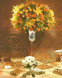Amarelo e laranja em vaso espelhado alto