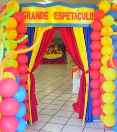 Decoração De Festa Infantil Circo - Ideias | Toda Atual Carnival Themed Party, Carnival Birthday Parties, Carnival Themes, Birthday Party Themes, Clown Party, Cowboy Birthday, Circus Birthday, Circus Decorations, School Carnival