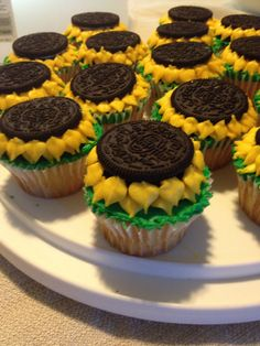 Sunflower cupcakes with an Oreo as the middle of the flower! Cute and easy! Great for a summer party!