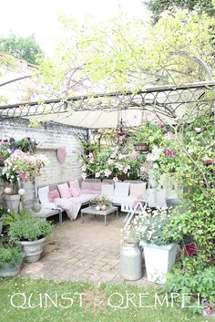 The cutest little shabby chic patio