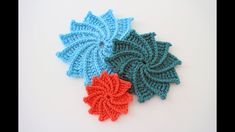 Crochet Spiral Crochet Flower Awesome video tutorial by B.hooked Crochet, awesome teacher, it really helps beginners to get a better understanding, so what you are waiting for let's start crocheting. how to crochet the Spiral Crochet Flower as Brittany Crochet Diy, Crochet Flower Tutorial, Crochet Motifs, Crochet Flower Patterns, Freeform Crochet, Crochet Crafts, Crochet Flowers, Crochet Stitches, Crochet Projects