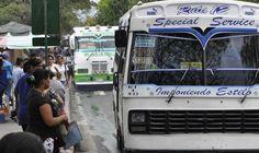 Misión Transporte vendió repuestos en Caracas Transportistas y conductores de Caracas participaron este miércoles en un operativo a cielo abierto de venta de cauchos y baterías de la Misión Transporte, organizada en la Base Aérea Generalísimo Francisco de Miranda en Caracas por el Ministerio de Transporte.  http://wp.me/p6HjOv-3l5 ConstruyenPais.com