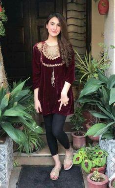 Trendy Dress Casual Winter Pakistani Ideas, Source by Dresses indian Pakistani Fashion Casual, Pakistani Dresses Casual, Pakistani Dress Design, Indian Dresses, Indian Outfits, Indian Fashion, Velvet Pakistani Dress, Pakistani Mehndi Dress, Pakistani Models