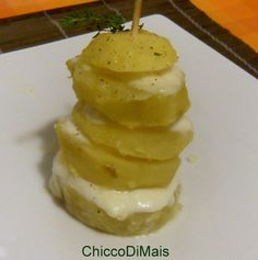 Torre di patate e mozzarella ricetta antipasto il chicco di mais http://blog.giallozafferano.it/ilchiccodimais/torre-di-patate-e-mozzarella-ricetta-antipasto/