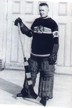 George Vezina Montreal Canadiens, Mtl Canadiens, Hockey Goalie, Hockey Games, Hockey Players, Nhl, Hockey Boards, Hockey Pictures, Goalie Mask
