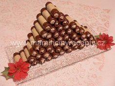 Babiččiny trubičky Christmas Cookies, Sweet Recipes, Triangle, Food And Drink, Sweets, Handmade, Bakken, Xmas Cookies, Hand Made