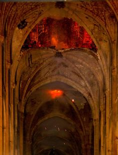 Fire at Notre-Dame de Paris: the first impressive images of the interior of the cathedral Gothic Architecture, Historical Architecture, Beautiful Architecture, Tour Eiffel, Notre Dame France, Artistic Fashion Photography, Grand Paris, Cathedral Church, Chapelle