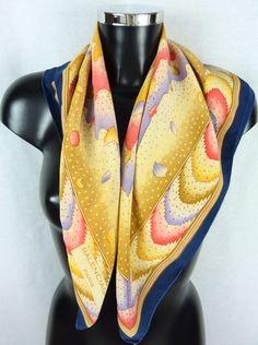 Foulard en soie, vintage, BALENCIAGA, multicolore, tons pastels de la  boutique TheNuLIFEshop 01c134fc890
