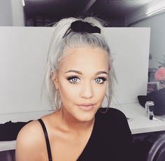 Hey I'm Lottie. I'm 17 and single. I'm Louis's younger sister and I help out with things while he and the other members of One Direction are on tour. Introduce?