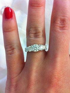Beautiful 5-stone e-ring on the Lotto Wishlist
