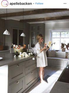 Interior Design Inspiration, Kitchen Inspiration, Big Windows, Kitchen Dining, Dining Room, Kitchen Countertops, Home Kitchens, Sweet Home, New Homes