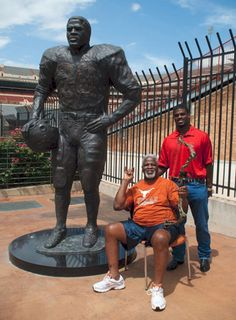 Former UT running back Earl Campbell raises money to support son, others battling MS.
