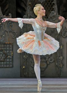 Laura Morera- Sugar Plum Fairy www.theworlddances.com/ #costumes #tutu #dance