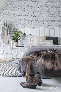 Slaapkamer ideeen | slaapkamer decoratie van KAAT Amsterdam (kussens en sprei) Master Bedroom Interior, White Houses, Shag Rug, Furniture Design, Tapestry, Interior Design, Inspiration, Home Decor, Bed Room
