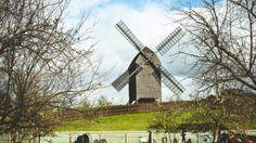 Mit Marzahn verbindet man im ersten Moment Tante Cindy und Hochhäuser – dabei gibt dort auch ein richtiges Dorf. Zwischen den Plattenbauten befindet sich Alt-Marzahn, inklusive richtiger Dorfstraße, Kirche, Pfarrhaus und sogar einer Windmühle. Die Alt-Marzahner freuen sich über jeden Besuch aus der Stadt.