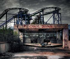 In the city of New Orleans in Louisiana, this amusement park was destroyed by Hurricane Katrina. No one has repaired it and it looks like a haunted carnival out of a horror movie.