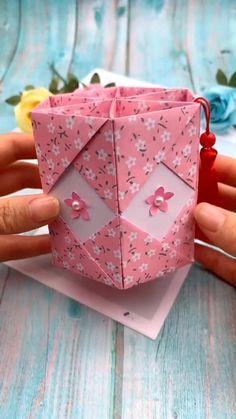 Yukiko Kudo Diy Crafts Hacks, Diy Crafts For Gifts, Diy Arts And Crafts, Diy Craft Projects, Creative Crafts, Cool Paper Crafts, Paper Crafts Origami, Diy Paper, Paper Craft Work