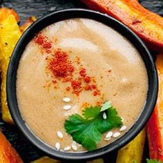 Sos orzechowy | Kwestia Smaku Foods With Gluten, Hummus, Salsa, Spices, Food And Drink, Treats, Baking, Healthy, Ethnic Recipes