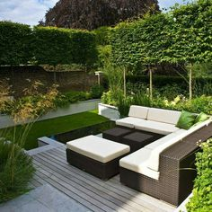 Need some low maintenance garden design ideas? Learn the fundamentals and tips to creating the perfect low mainteance outdoor space in our feature article. Contemporary Garden Design, Small Garden Design, Landscape Design, Contemporary Landscape, Modern Landscaping, Backyard Landscaping, Landscaping Ideas, Built In Garden Seating, Espalier