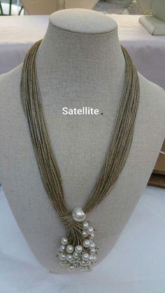 collier en fil de lin agrémenté de perles en verre nacré, petites et grosses perles