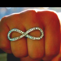 I need this infinity ring! Jewelry Box, Jewelry Rings, Jewelery, Jewelry Accessories, Fashion Images, All Things Beauty, Passion For Fashion, Heart Ring, Wedding Rings