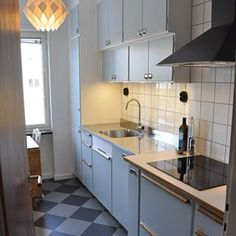 Någonstans i Uppsala: Ännu ett fantastiskt fint funkiskök byggt på metodskåp… Mini Kitchen, New Kitchen, Vintage Kitchen, Kitchen Dining, Home Decor Kitchen, Kitchen Interior, Kitchen Ideas, Stainless Steel Kitchen Cabinets, Interior Design Living Room