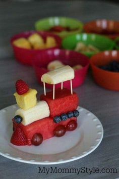 Fruits train :D Cute food for kids, creative food, healthy snacks. Cute Snacks, Snacks Für Party, Cute Food, Good Food, Yummy Food, Diy Snacks, Delicious Recipes, Game Night Snacks, Sleepover Snacks