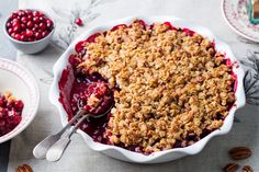 We are sharing one of our absolute favourite dessert recipes: Very Berry Fruit Crisp. The berries, oatmeal, and whole wheat flour pack lots of fiber and antioxidants into this delightful healthy dessert loved by all! Heart Healthy Desserts, Easy Desserts, Dessert Recipes, Healthy Recipes, Batch Cooking Freezer, Fruit Lollies, Fruit Crisp Recipe, Fruit Crumble, Tart Filling