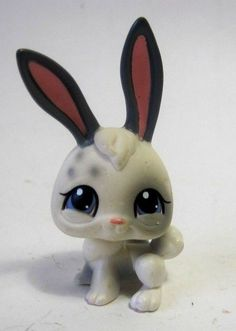 Littlest Pet Shop Bunny Rabbit White Blue Eyes 2004 #Hasbro