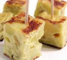 Quick Spanish Tortilla with Potatoes Tapas, Tortillas, Wedding Hors D'oeuvres, Parmesan Fries, Spanish Omelette, Great Appetizers, Appetizer Ideas, Twice Baked Potatoes, Food Preparation