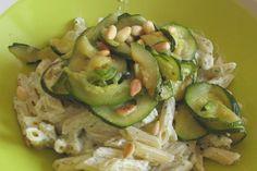 Pâtes aux courgettes grillées, ricotta, menthe et pignons