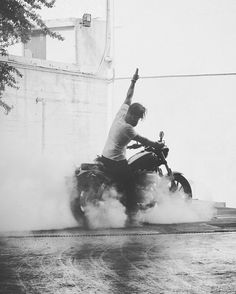 #motorcycle burnout discover #motomood