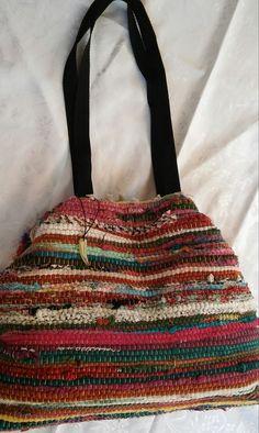 Τσάντα χειροποίητη bohο απο κουρελού Diy Bags Purses, Diy Purse, Handmade Purses, Basket Bag, Crochet Art, Small Handbags, Zipper Bags, Bead Weaving, Textiles