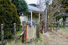 Old house, Kakahi, Manawatu - Whanganui, New Zealand Old Building, Old Houses, New Zealand, Barn, Memories, House Styles, Plants, Home, Decor