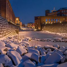 Tammerkoski has an astonishing winter look with new lighting ❄️✨ Really worth of taking little walk along its beautiful banks and enjoy this historic milieu. Examples Of Art, Art Nouveau Architecture, Winter Looks, Finland, Banks, Attraction, Mansions, Future, Lighting