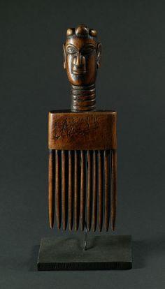 Oceanian wodd comb, ancestor figure