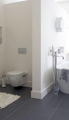 Open en toch op jezelf: de toiletruimte heeft geen deur, maar je hebt toch privacy.