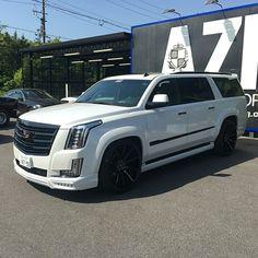Lowered Trucks, Suv Trucks, Suv Cars, Top Luxury Cars, Luxury Suv, Custom Trucks, Custom Cars, Car Goals, Chevrolet Suburban