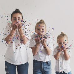 Mom And Daughters Take Photos In Matching Outfits, But Personality Steals The Sh. Mom And Daughters Take Photos In Matching Outfits, But Personality Steals The Show,