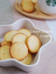 냉장실에 있는 크림치즈 한덩이로 무얼 만들까 하다가커피 마실 때 먹을라고 쿠키를 구웠어요.아침에 부랴...