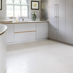 Opera limestone floor tiles from Artisans of Devizes. These modern stone tiles have a honed finish which gives them a contemporary look. Flagstone Flooring, Limestone Flooring, Contemporary Kitchen Inspiration, Contemporary Kitchens, Style Tile, Kitchen Tiles, Commercial Interiors, Wall Tiles, Shelled