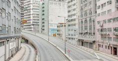 Geen mens te zien in de straten van Hong Kong bij de fotos vanfotograaf Bence Bakonyi.