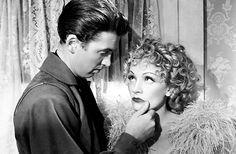 """James Stewart y Marlene Dietrich en""""Arizona"""" (Destry Rides Again), 1939"""