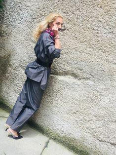 vintageshop_vienna_kunst19bybg Wir starten ins Wochenende ☀️ #happyweekend #ladychic #vintagecouture #vintagevienna #vintagekarllagerfeld #karllagerfeld #lagerfeldsuit #hosenanzug #90sfashion #valentino #silkscarves #robertlaroche #vintageglasses #vintageshopvienna #kunst19bybg #streetstyle #streetstylevienna #instavintage #igers #weekendvibes #truevintage #chic Karl Lagerfeld, Vintage Couture, Made In France, Blazer, Trends, Silk Scarves, Elegant, 90s Fashion, Vienna