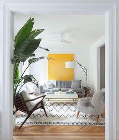 Clima tropical - inspire-se nesse estilo de decoração Home Living Room, Apartment Living, Living Room Furniture, Living Room Designs, Living Room Decor, Living Spaces, Small Living, Cozy Living, Kitchen Living