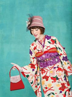 Agatha Christie forgot her Kimono! Kimono Japan, Yukata Kimono, Kimono Fabric, Japanese Kimono, Traditional Kimono, Traditional Outfits, Japanese Outfits, Japanese Fashion, Geisha